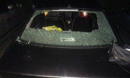 Gli spaccano i vetri dell'automobile due volte in pochi giorni FOTO
