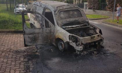 Due auto bruciate nel giro di poche ore