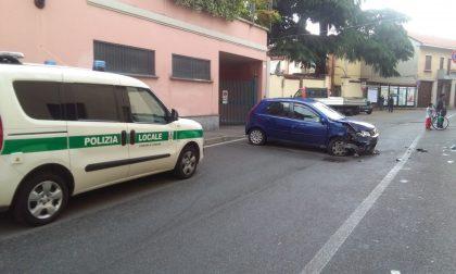 Scappa e abbandona l'automobile dopo lo schianto: beccata