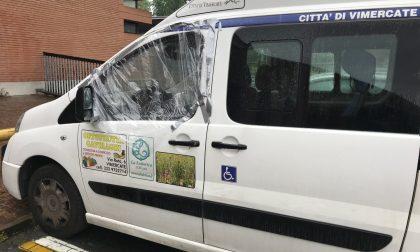 Ladri vandali danneggiano anche il furgone dei Servizi sociali