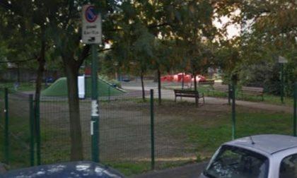 Il guardiano si schianta in motorino: i parchi cittadini restano chiusi
