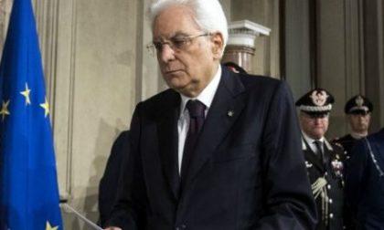 """Striscione contro Mattarella rimosso dai Carabinieri: """"Traditore"""""""