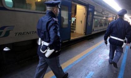 Sassi contro un treno: nei guai un giovanissimo
