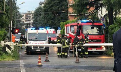 Monza travolto dal treno al passaggio a livello muore un 67enne