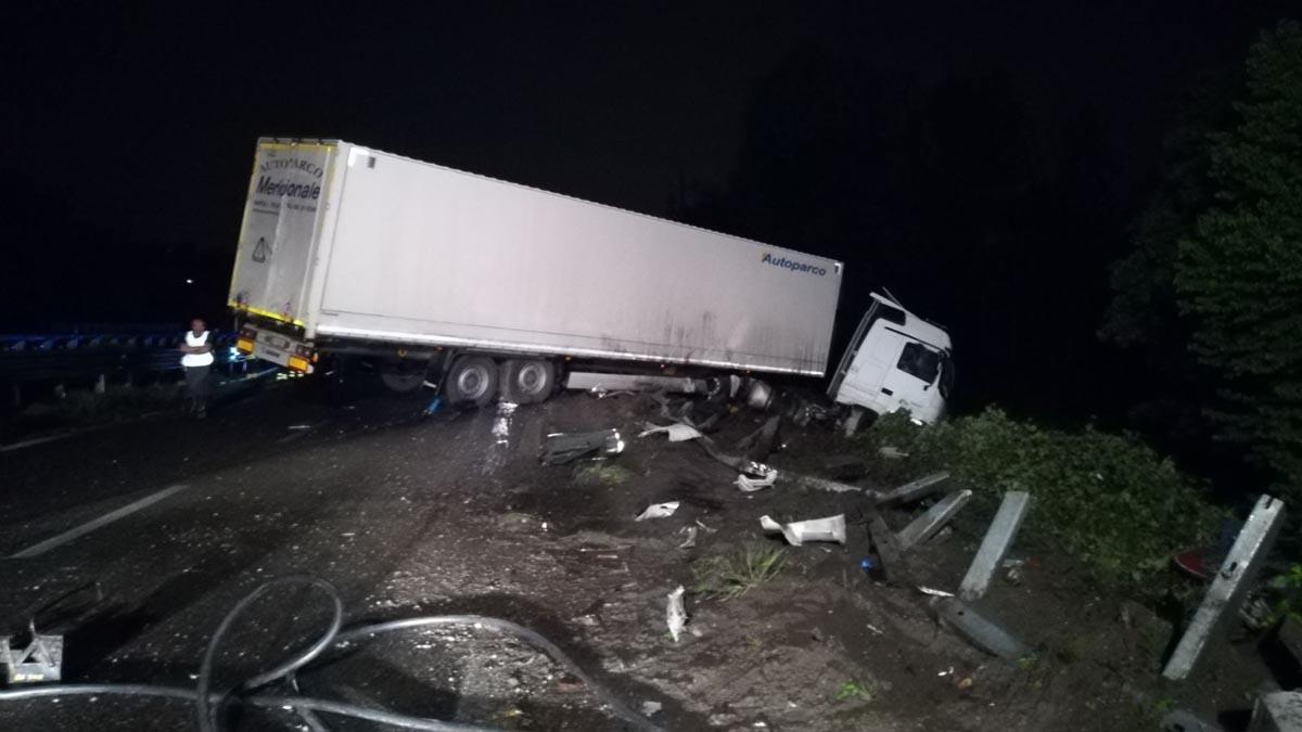 Camion ribaltato sulla Statale 36: Valassina chiusa verso Milano tra Nibionno e Briosco