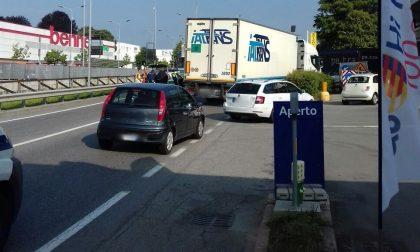Lentate: incidente tra auto e tir manda in tilt la circolazione