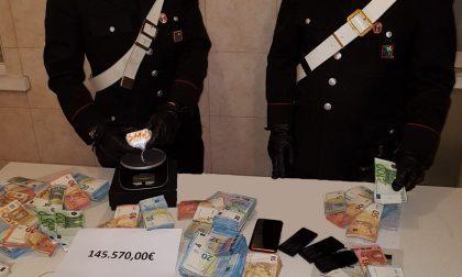 Irruzione dei  carabinieri in un appartamento in centro dove trovano cocaina e migliaia di euro