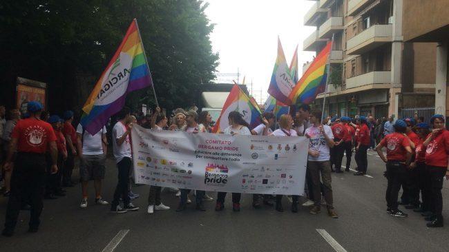 Gay Pride, il primo a Bergamo: corteo in corso