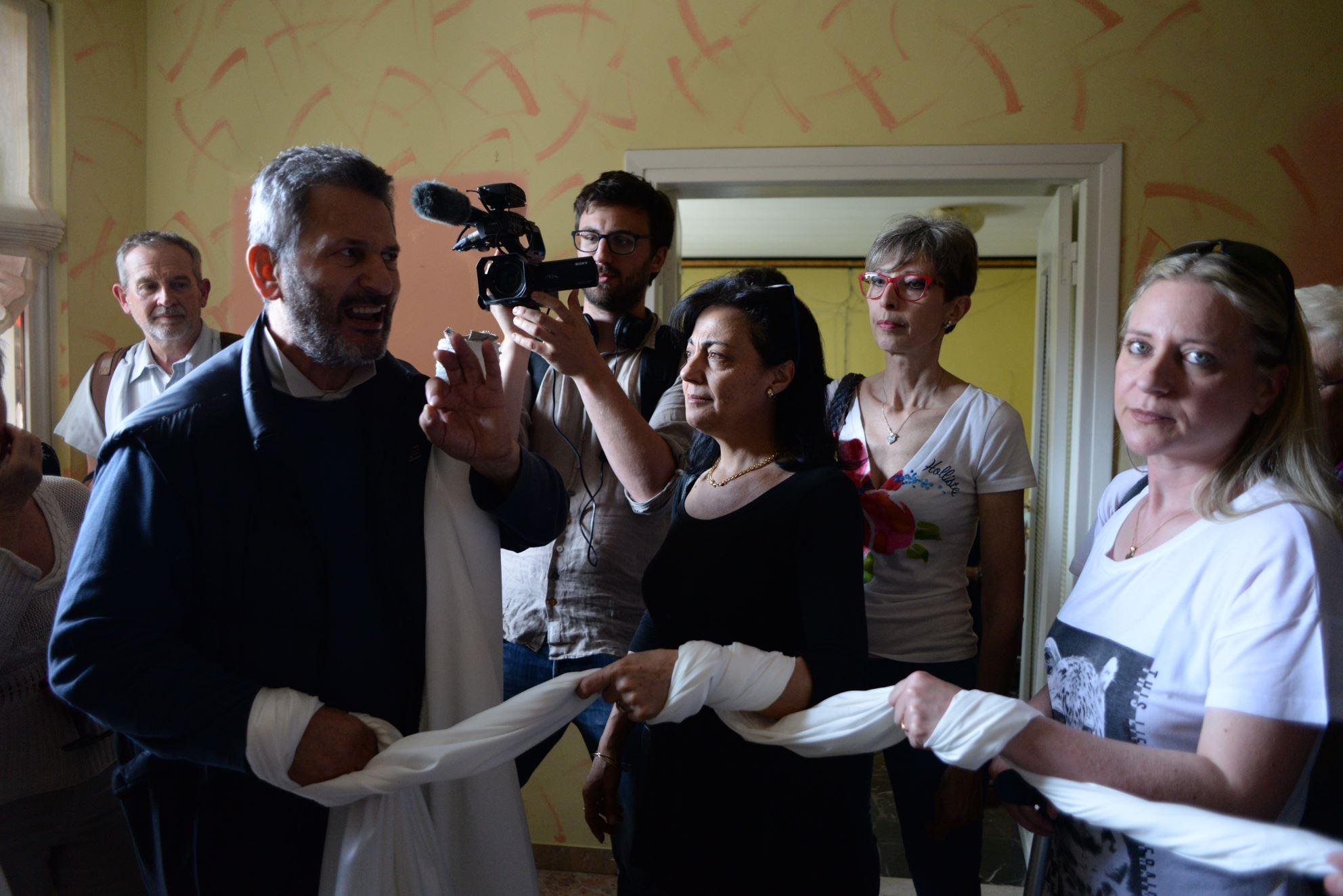 Sgombero Bramini, l'imprenditore lascia la sua abitazione