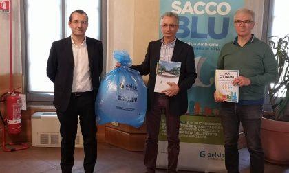 Al via la distribuzione dei sacchi blu per la raccolta del secco