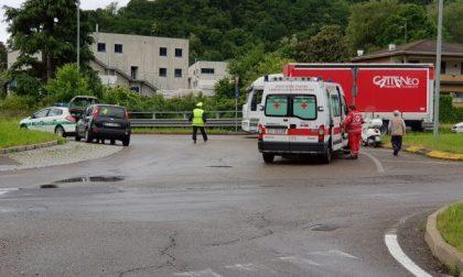 Scontro auto moto nel Comasco: ferita una 40enne di Carate