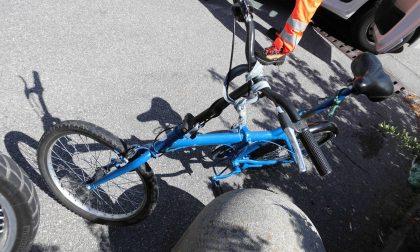 Cade con la bici, gravi ferite per un 47enne