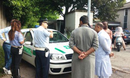 Musulmani In Preghiera Nonostante La Diffida Del Comune Blitz Della Polizia Locale Foto Prima Monza