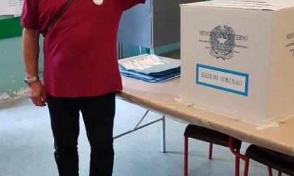 Elezioni comunali a Carate, ha votato il candidato del M5S