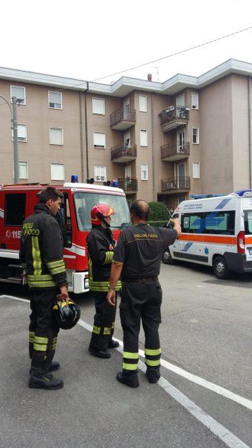 I pompieri sono arrivati intorno alle 16 in via Indipendenza a Triuggio