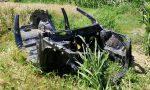 Auto cannibalizzata abbandonata in campagna