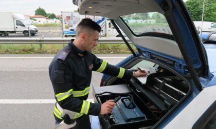 Controlli sulle strade: ancora troppi gli automobilisti che non allacciano le cinture e utilizzano il cellulare