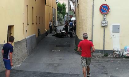 Scontro tra due scooter a Cornate: due feriti FOTO