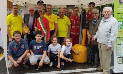In via Mazzini un defibrillatore in memoria di due novesi
