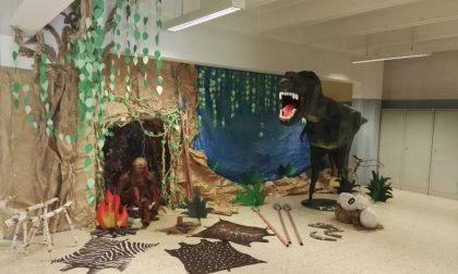 Cosa ci fa un enorme dinosauro alla primaria Don Milani?