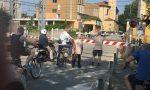 Forza Italia raccoglie le firme contro la chiusura del passaggio a livello