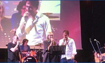 Karaoke del sindaco (con la compagna) sulle note dei Lunapop