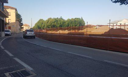"""Giussano, via Cavour ribattezzata """"cimitero degli specchietti"""""""