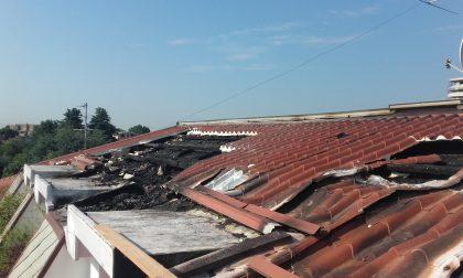 Brucia il tetto di una palazzina a Bovisio Masciago