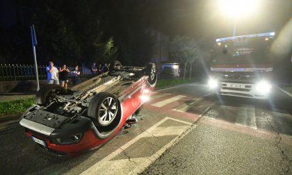 Auto si ribalta a Roncello, due feriti FOTO VIDEO