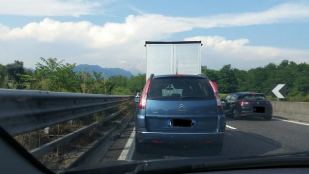 Milano Lecco nel caos per un camion in panne: da Briosco tutto bloccato