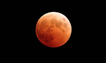 In arrivo l'eclissi di Luna più lunga del secolo, ecco dove e quando osservarla