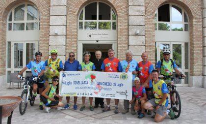 Fa tappa all'Arengario la biciclettata della solidarietà