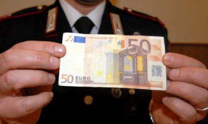 Cerca di cambiare 50 euro falsi in chiesa, denunciato