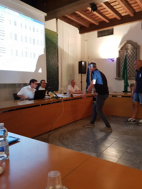 uccello in aula a renate
