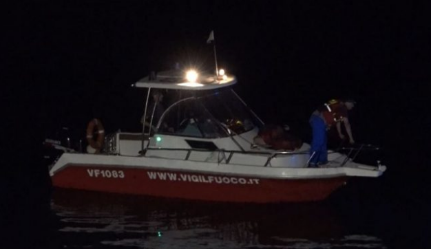 Mistero nel lago di Lecco: turisti avvistano cadavere ma non si trova VIDEO