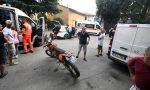 Cade con la moto e travolge mamma e figlia VIDEO