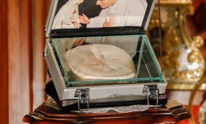 Le reliquie di San Giovanni Paolo II a Giussano, da ieri sera