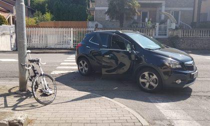 Lesmo: bici contro auto, ciclista ricoverato in ospedale