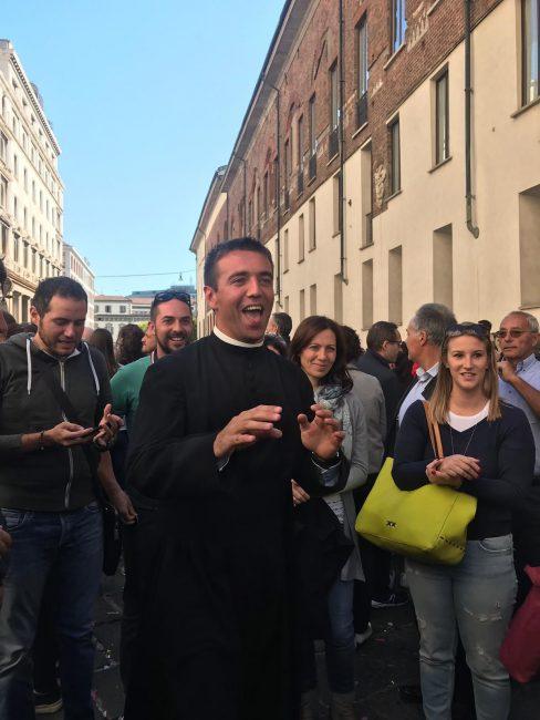 Don Luca Longoni dopo la cerimonia in Duomo