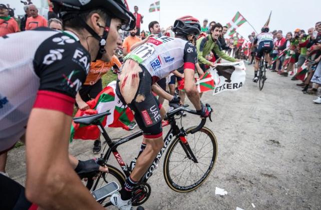 Ciclismo, brutta caduta per Aru alla Vuelta:
