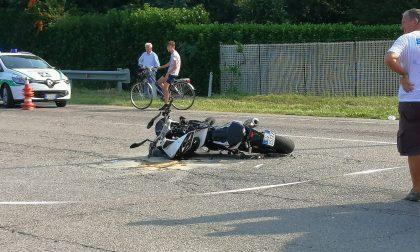Grave incidente tra auto e moto FOTO