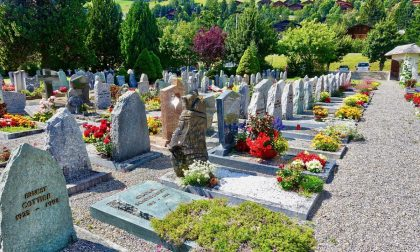 Ricominciamo a piangere i morti, agenzie funebri oberate