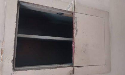 Ladri tagliano la cassaforte con il flessibile