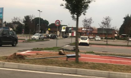 Verano, vandalismi  per strada: cartelli divelti