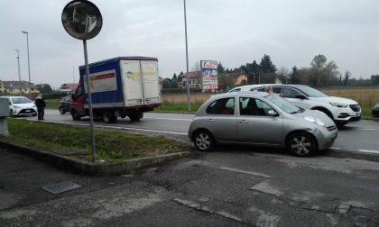 Paura in strada | Un furgone sbanda e invade la corsia di marcia opposta FOTO