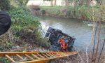 Tragedia sfiorata a Biassono, furgone finisce nel fiume Lambro (FOTO E VIDEO)