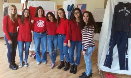 """""""Come eri vestita?"""" La mostra delle studentesse (LE FOTO)"""