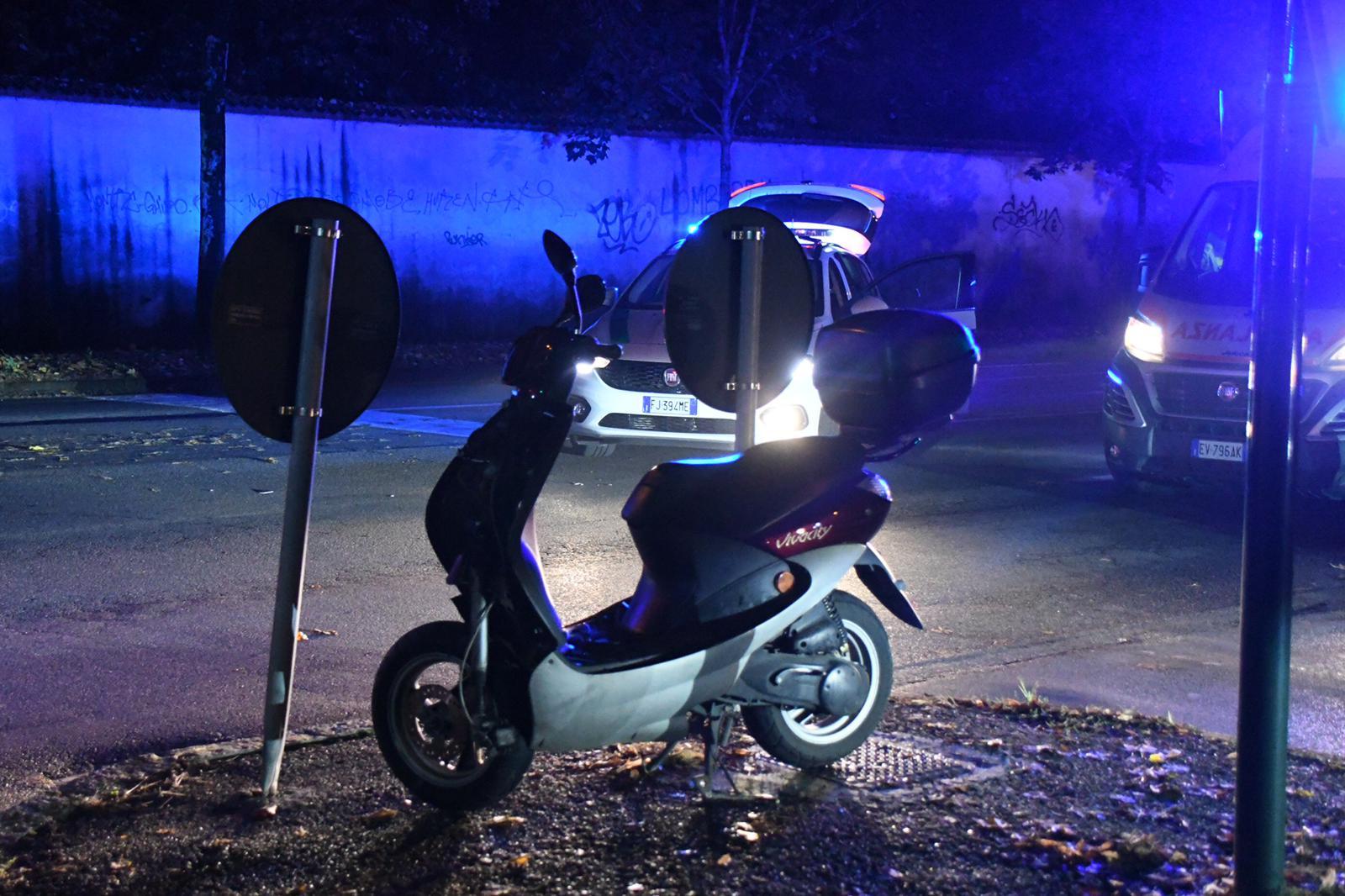 Positivo all'alcol test e senza assicurazione, travolge due ragazze in scooter