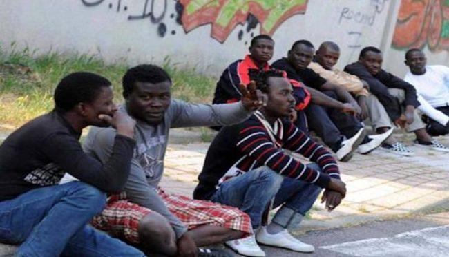 Migranti in Brianza, fondi ridotti e hub chiusi