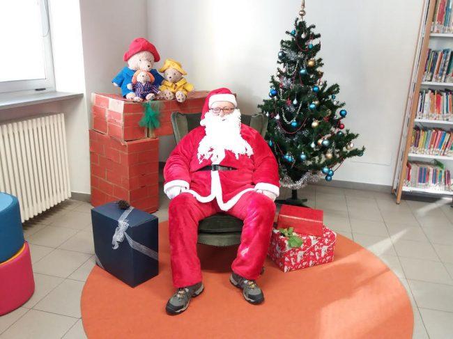 Visita Babbo Natale.Babbo Natale Fa Visita Ai Bambini Di Carnate Giornale Di Monza